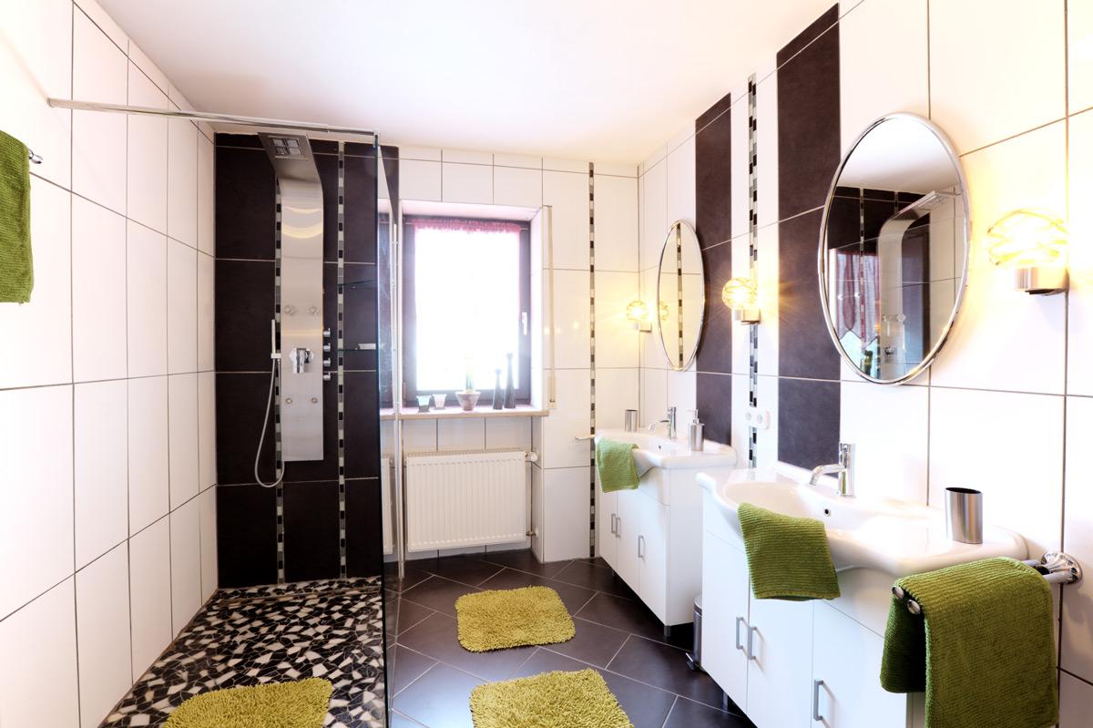 Badezimmer zu Zimmer 1