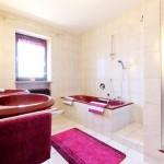 Bad zu Zimmer 4